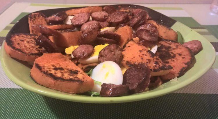 Salata cu cartof dulce si carnati